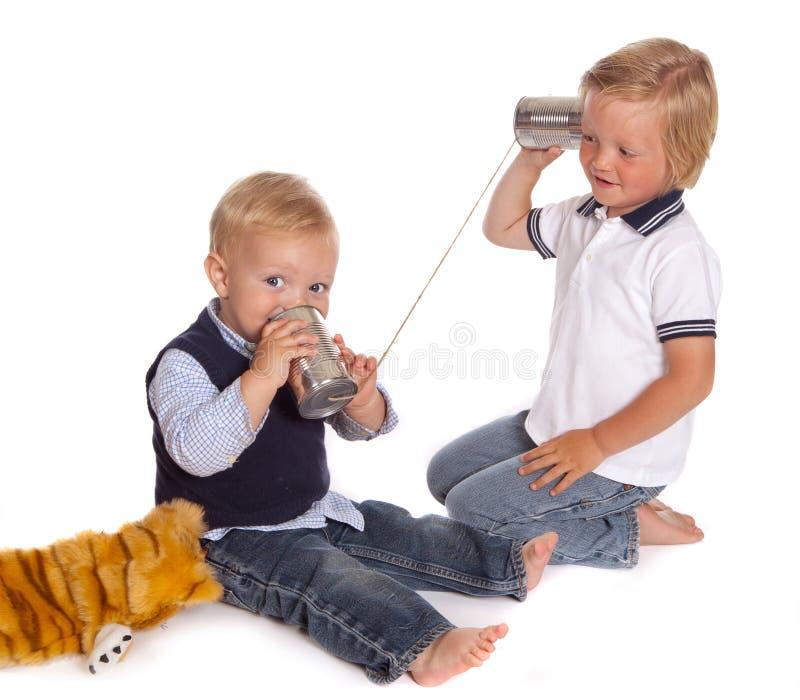 Meninos no telefone fotografia de stock royalty free