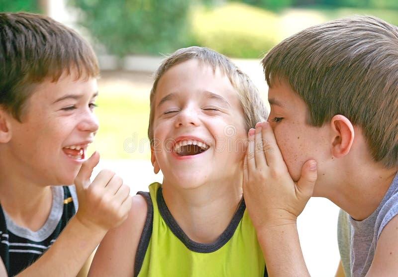 Meninos que dizem segredos foto de stock royalty free