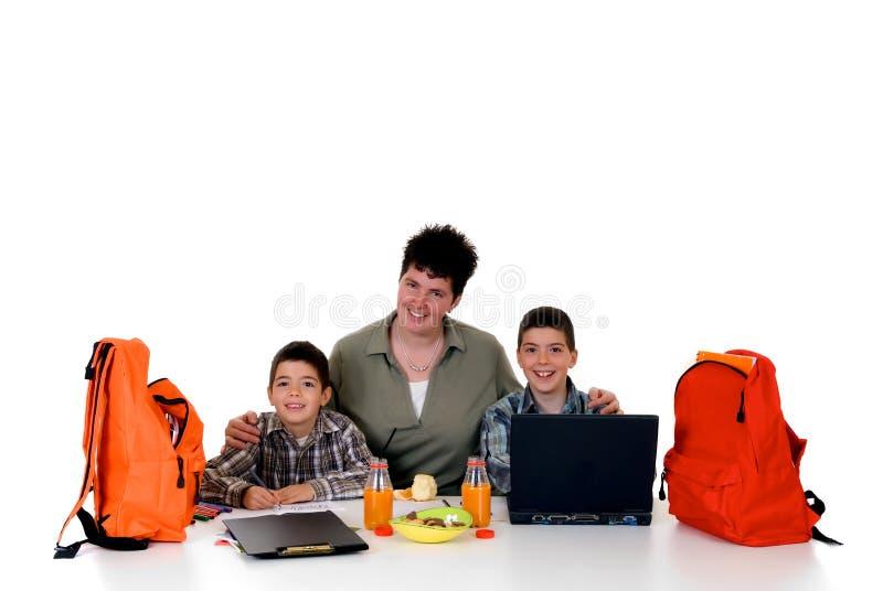 Meninos que fazem trabalhos de casa imagens de stock royalty free
