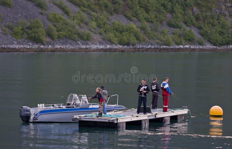 Meninos que pescam na doca fotografia de stock royalty free