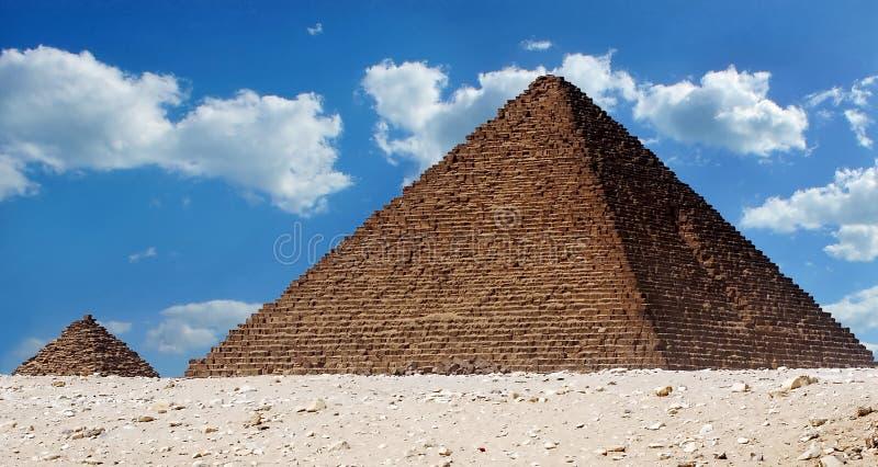 Menkaure和女王金字塔金字塔  免版税图库摄影