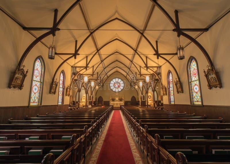 Menlo Park, Kalifornien - 20. November 2017: Innenraum der Kirche der Geburt Christi lizenzfreies stockfoto