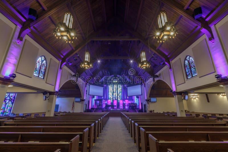 Menlo Park, la Californie - 9 septembre 2018 : L'intérieur de l'église presbytérienne de Menlo Park a également appelé l'église d photographie stock