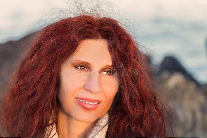 Menopauzalny kobiety ono uśmiecha się zdjęcia royalty free