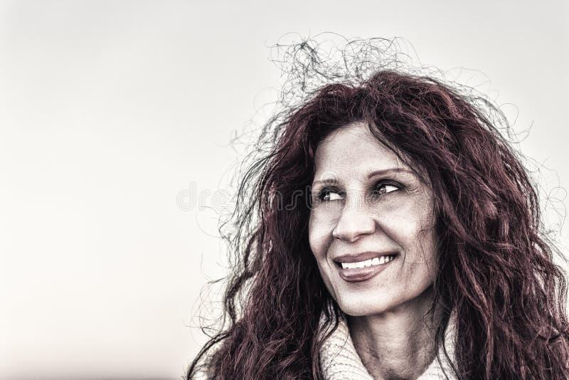 Menopauzalny kobiety ono uśmiecha się obraz royalty free
