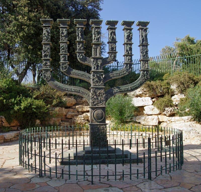 Menorah μπροστά από τη Κνεσέτ στο πάρκο των τριαντάφυλλων στοκ φωτογραφία με δικαίωμα ελεύθερης χρήσης