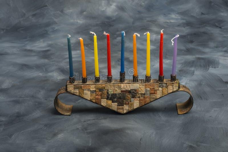 Menorah con las velas ardientes para Jánuca fotografía de archivo libre de regalías