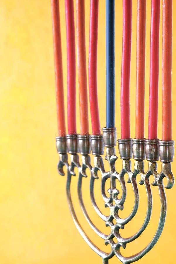 Menorah di Chanukah con le candele verticali fotografie stock libere da diritti
