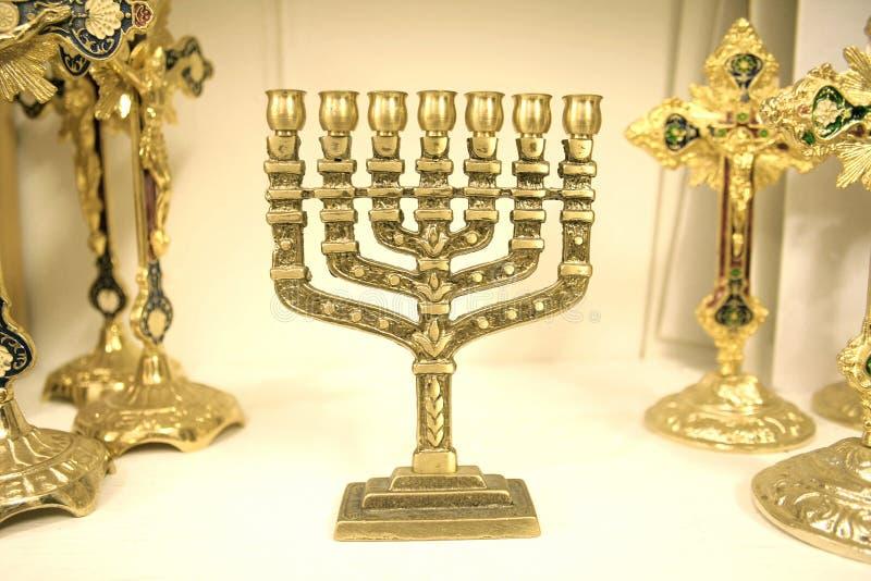 Menorah ebreo del lampadario a bracci fotografie stock libere da diritti