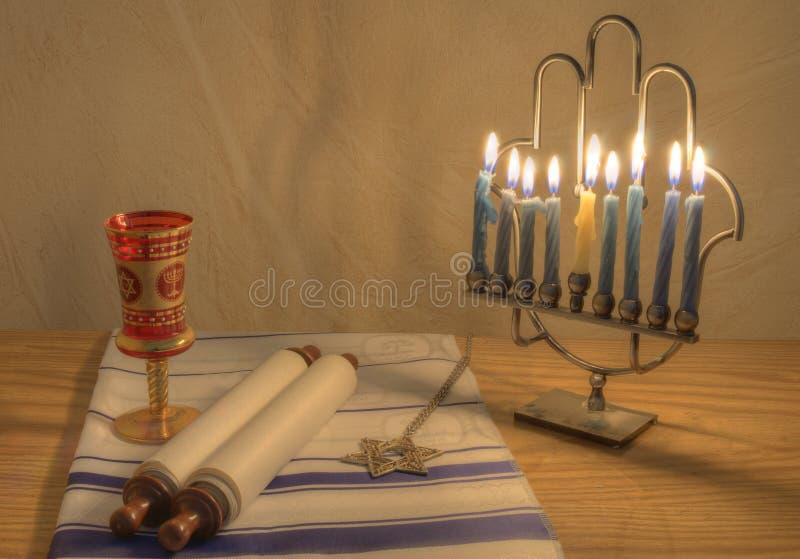Menorah ed oggetti Judaic fotografia stock libera da diritti