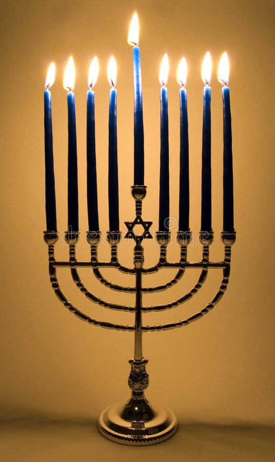 Menorah iluminado foto de stock royalty free