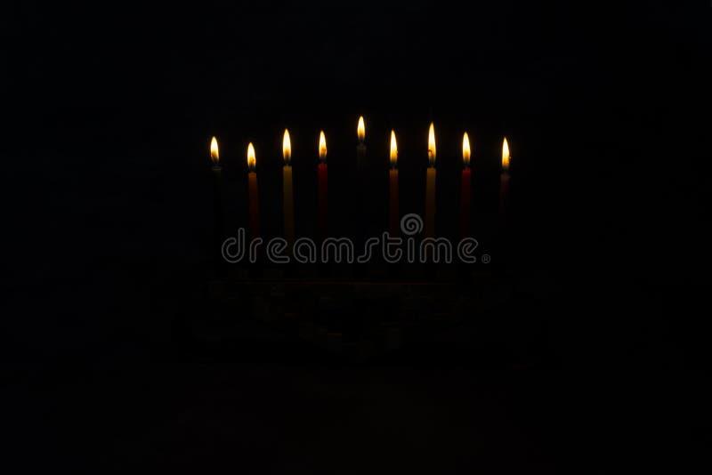 Menorah z płonącymi świeczkami dla Hanukkah obraz royalty free