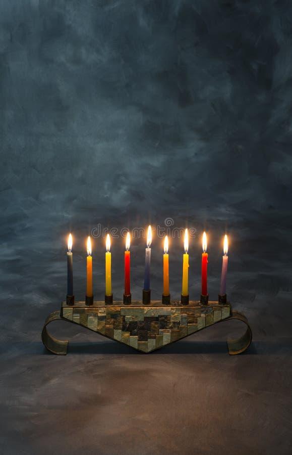 Menorah z płonącymi świeczkami dla Hanukkah obrazy royalty free