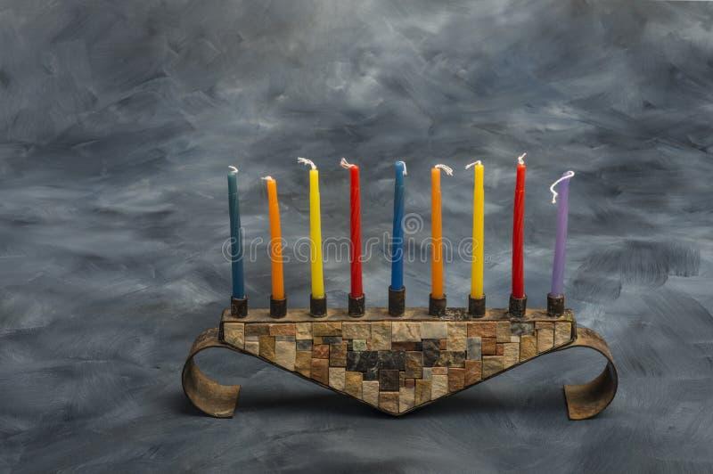 Menorah z płonącymi świeczkami dla Hanukkah fotografia royalty free