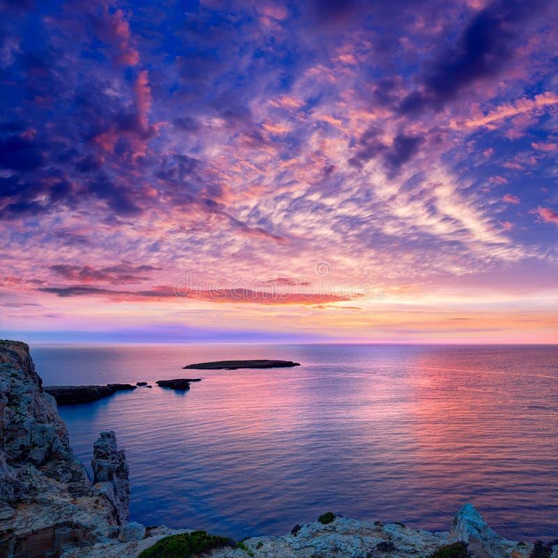 Menorca日落在拜雷阿尔斯的Cap de Caballeria海角 免版税库存照片