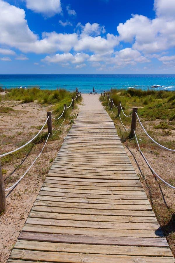 Menorca绿松石海滩的Alaior Cala儿子Bou在拜雷阿尔斯 免版税库存照片