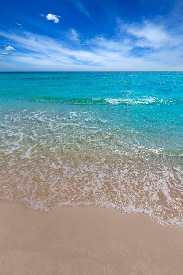 Menorca绿松石海滩的Alaior Cala儿子Bou在拜雷阿尔斯 免版税图库摄影