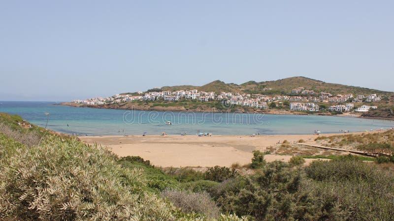 Menorca, Baleares, Espanha: quase praia do deserto foto de stock