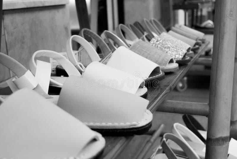 Menorquinas av Menorca typiska skor av de spanska öarna royaltyfri fotografi