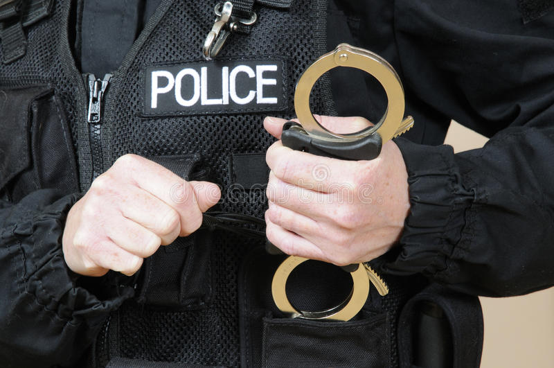 Menottes de participation de policier photo libre de droits
