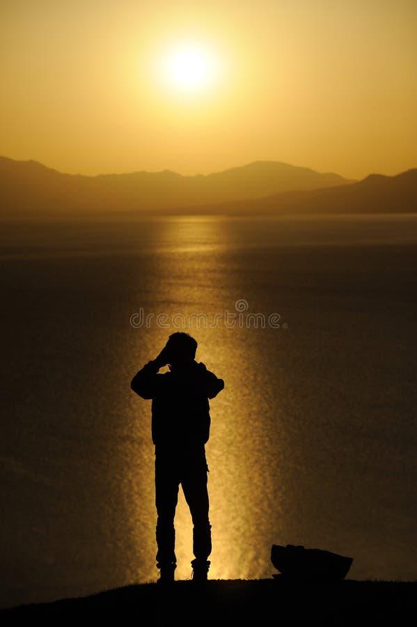 Mens bij zonsopgang royalty-vrije stock afbeeldingen