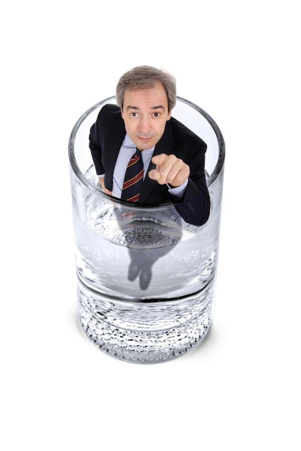 Mens binnen een glas water stock fotografie