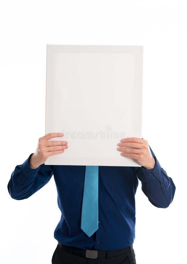 Mens in blauwe kleding met een uithangbord voor gezicht stock foto's