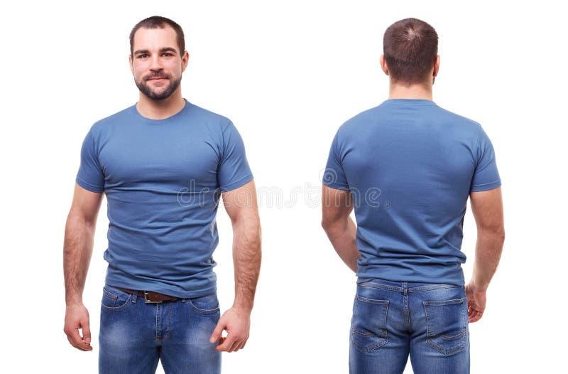 Mens in blauwe t-shirt op witte achtergrond stock afbeelding
