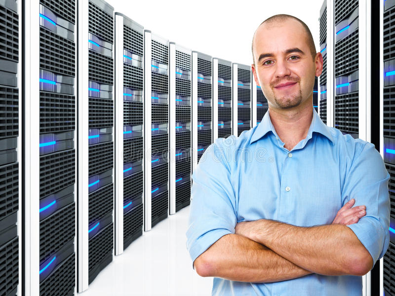 Mens in datacenter stock foto