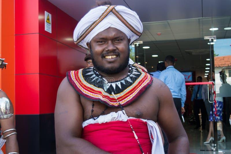 Mens in de nationale kleren van Sri Lankan stock fotografie