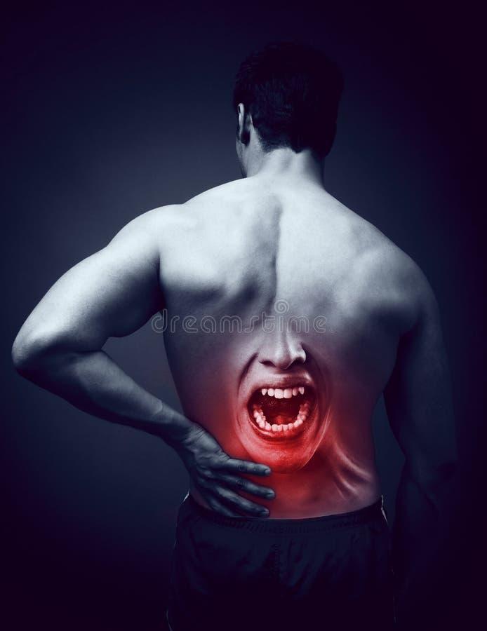 Mens die aan rugpijn lijden Lagere achtergezondheidsproblemen stock afbeelding