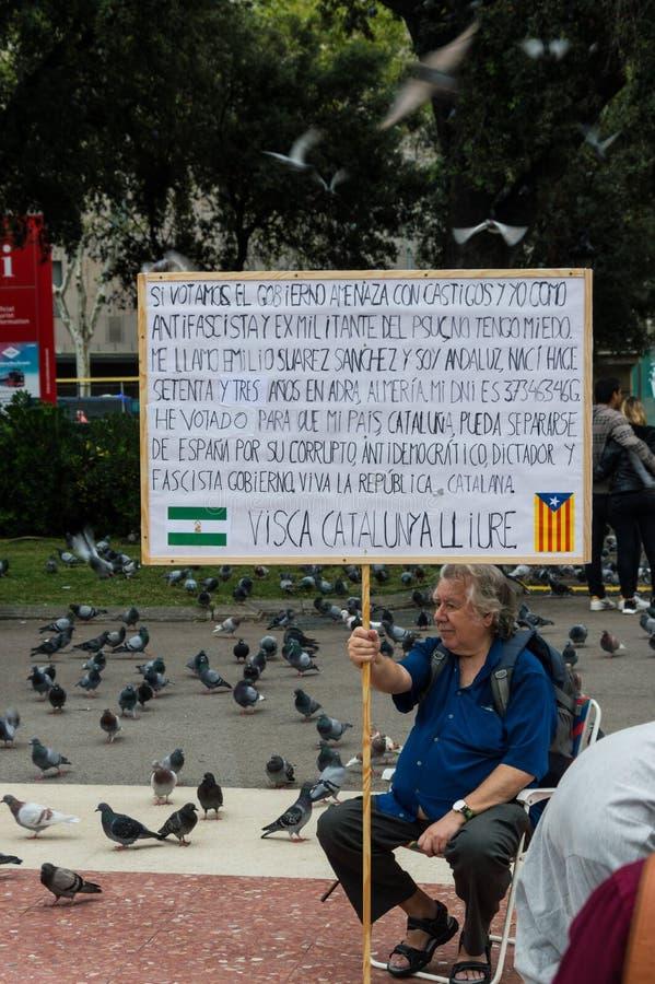 Mens die bij catalunyavierkant protesteren royalty-vrije stock afbeeldingen