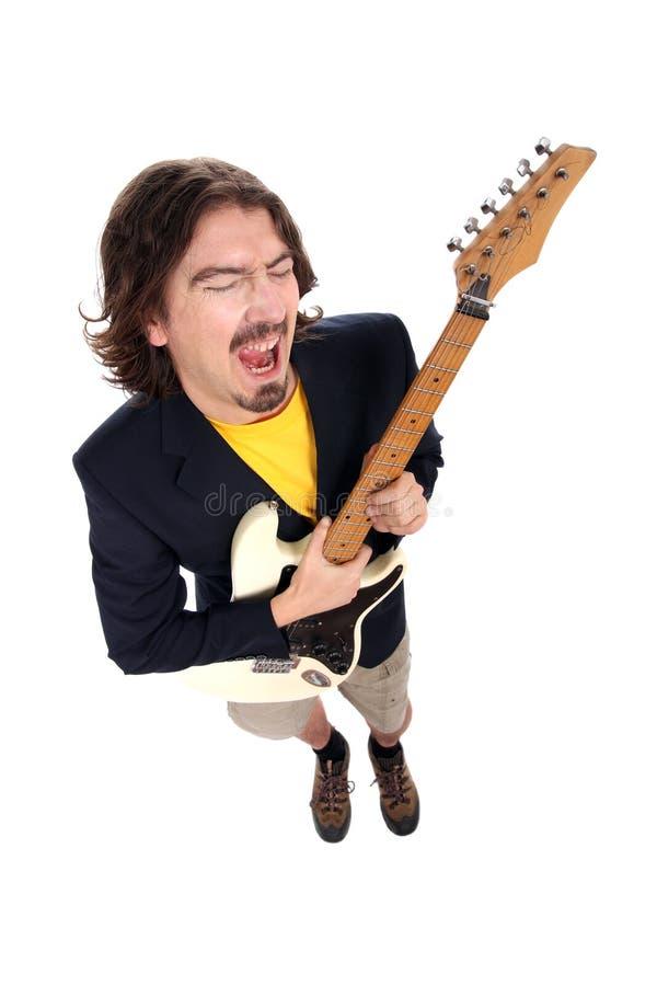 Mens die de gitaar speelt royalty-vrije stock fotografie