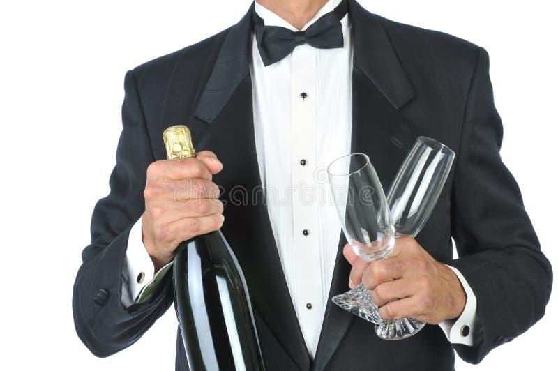 Mens die de Holding Champagne draagt van de Smoking royalty-vrije stock afbeeldingen
