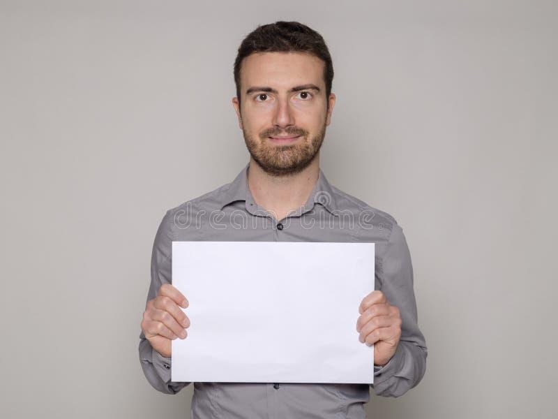 Mens die een kartel houden royalty-vrije stock foto's