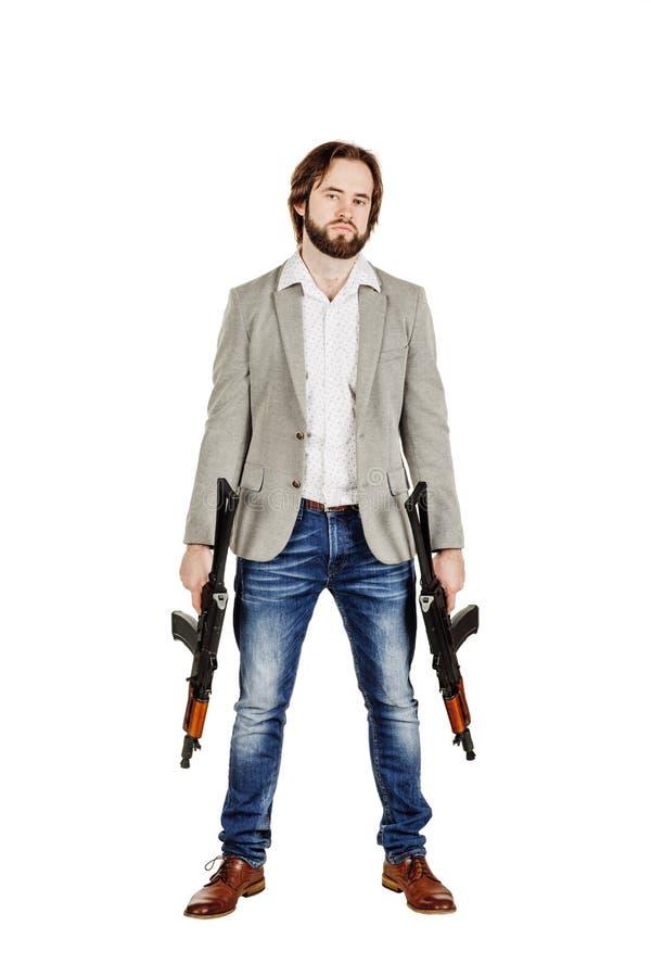 Mens die een machinegeweer houden die op witte achtergrond wordt geïsoleerd royalty-vrije stock foto