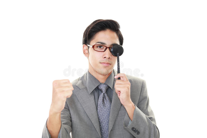 Mens die een oogtest nemen stock afbeeldingen