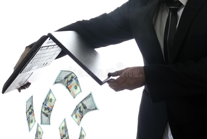 Mens die geld werpt royalty-vrije stock foto
