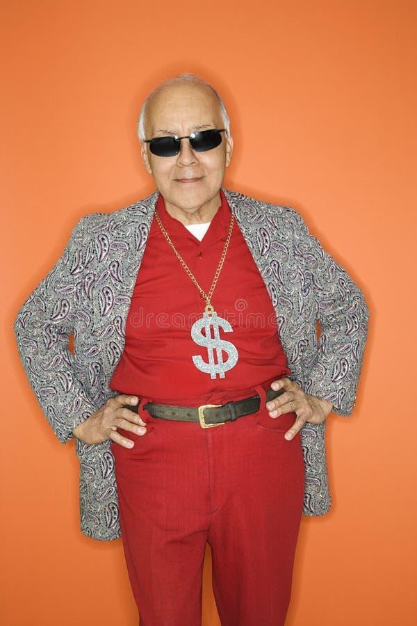Mens die geldhalsband draagt. stock foto
