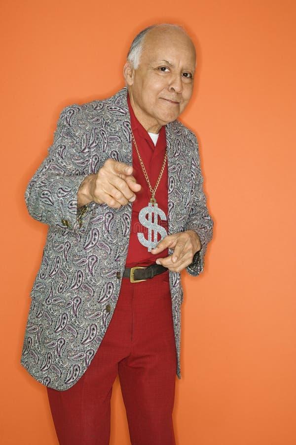 Mens die geldhalsband draagt. stock fotografie