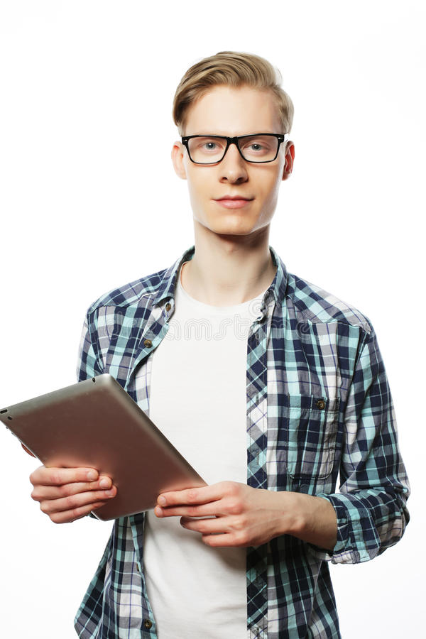 mens die glazen met tabletcomputer dragen royalty-vrije stock foto