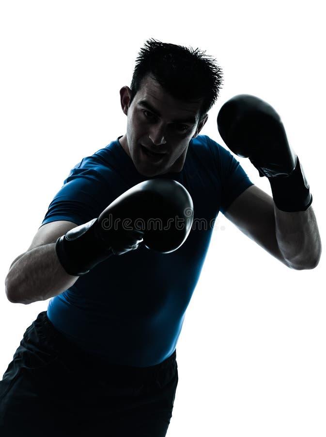 Mens die het in dozen doende silhouet van de bokserhouding uitoefenen royalty-vrije stock afbeeldingen