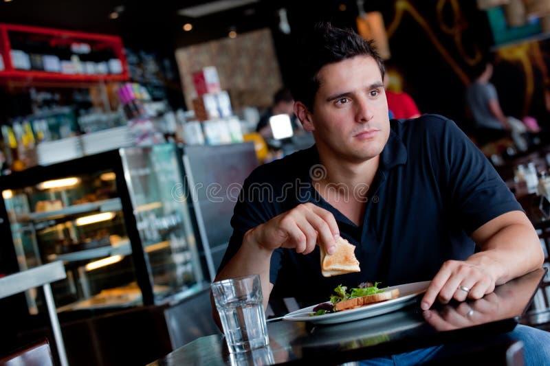 Mens die Lunch eet stock afbeeldingen