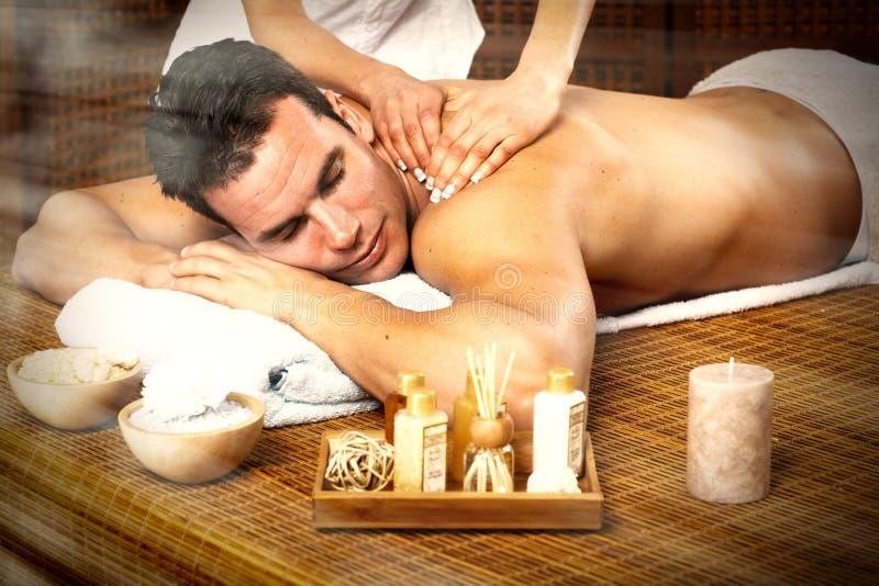 Mens die massage hebben. stock afbeeldingen