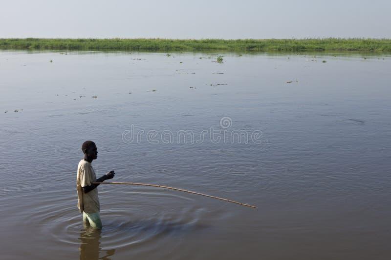 Mens die in Nile River vissen royalty-vrije stock foto's