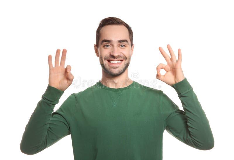 Mens die O.K. gebaar in gebarentaal op wit tonen royalty-vrije stock afbeeldingen