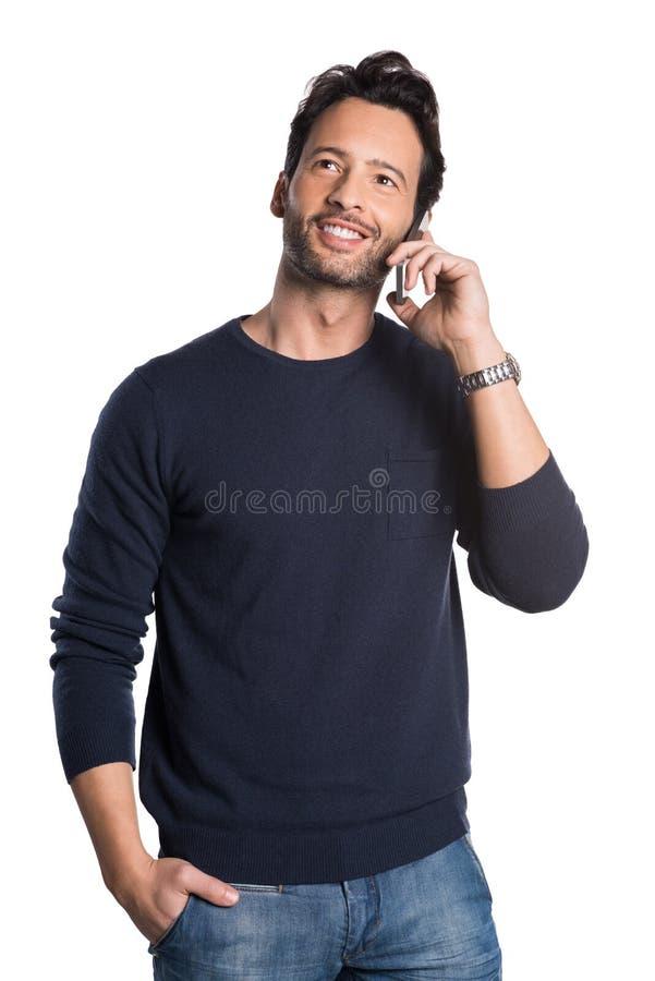 Mens die over telefoon spreken stock fotografie