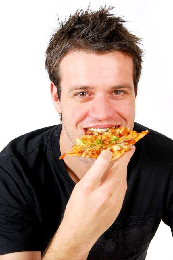 Mens die pizza eet stock fotografie