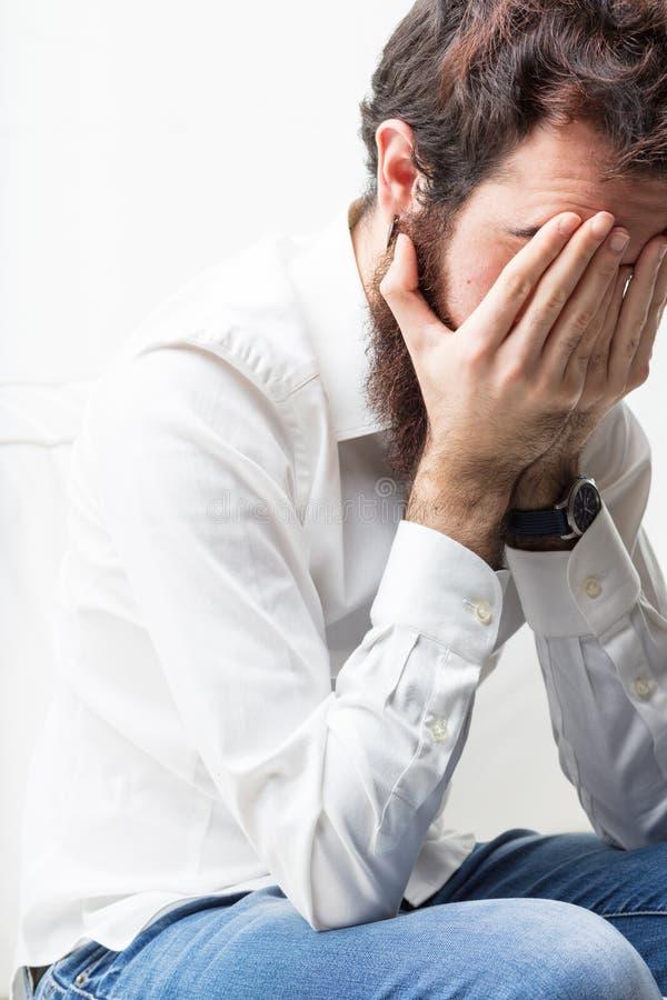Mens die problemen of hoofdpijn hebben royalty-vrije stock afbeeldingen