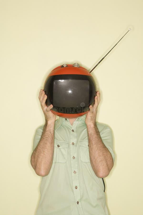 Mens die retro televisie houdt. royalty-vrije stock foto's